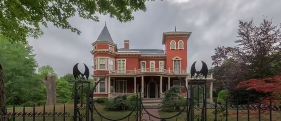 Stephen King's House Is as Creepy as You'd Imagine: Do You Dare to Look?